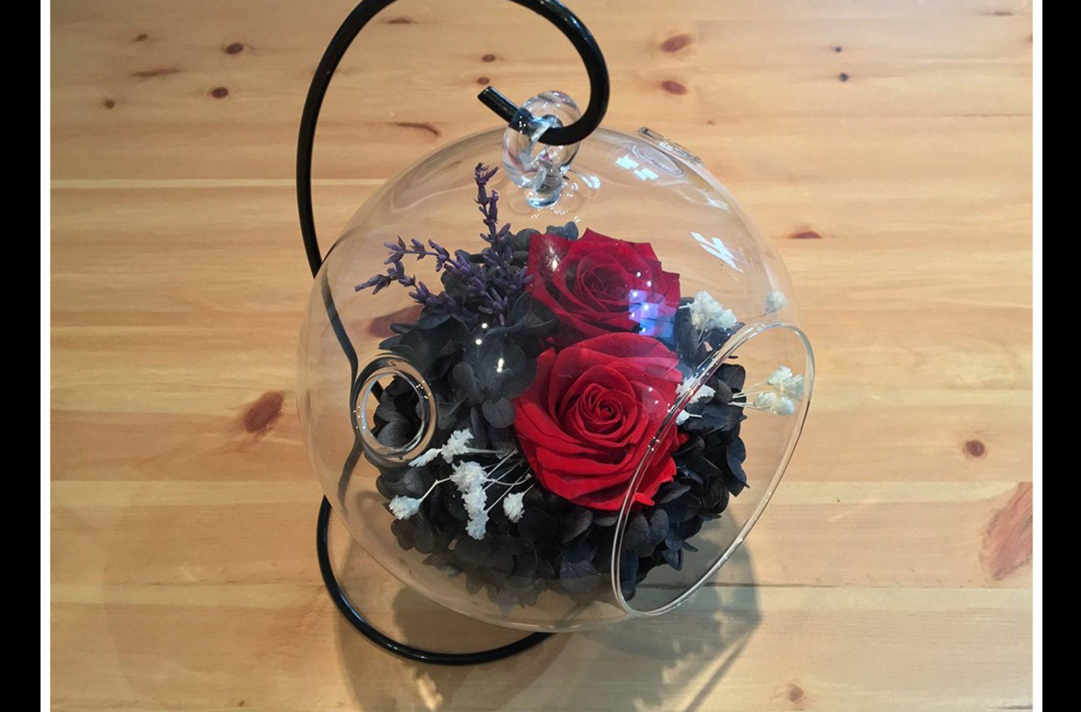 Idée cadeau éternelle: la rose sous cloche!