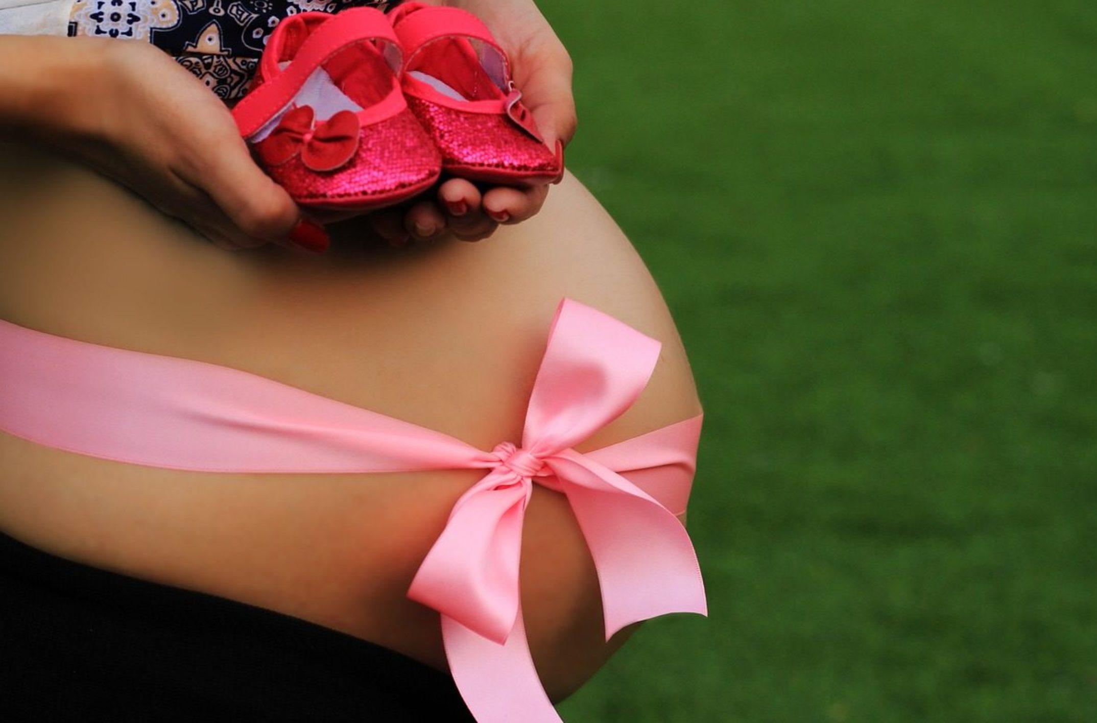 Comment bien choisir un faire part de naissance pour fille?