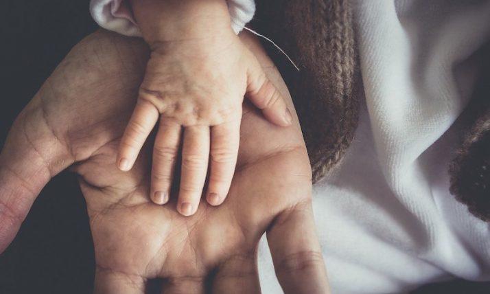 Doit-on féliciter les grands-parents pour une naissance ?