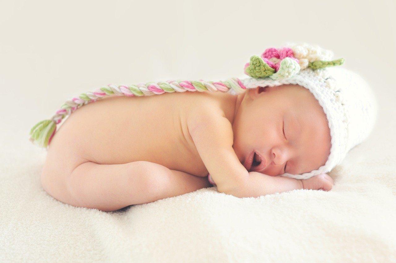 Une petite fille d'un collègue de travail qui dort